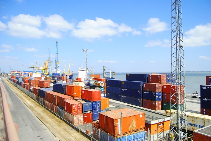 Sta. Apolónia container terminal